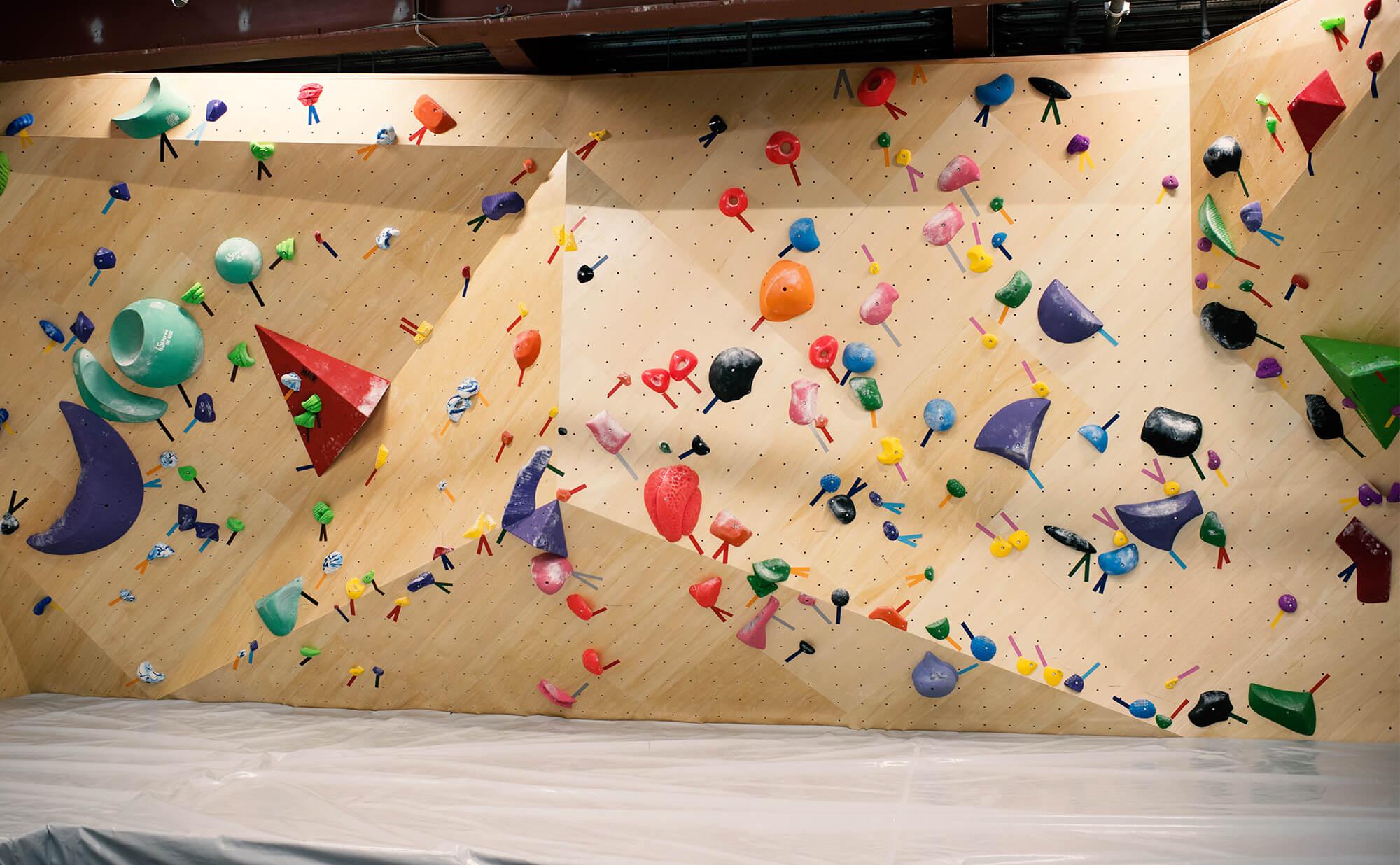 三角スラブ壁